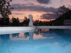 Villa Oa Oa Levens Offering an outdoor pool and barbecue, Villa Oa Oa is a bed and breakfast situated in Levens in the Provence-Alpes-C?te d'Azur Region, 25 km from Nice. Free private parking is available on site.