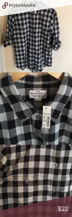NWT Madewell Gingham Cotton Button Down S Classic Gingham black & gray button down from Madewell. Looks good buttoned or unbuttoned! Never worn or even taken out of my closet. The sleeves are rollable. Great material, 100% cotton. Size small. Madewell Tops Button Down Shirts