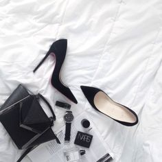 Black accessories styled in a flatlay. Flat Lay Photography, Lifestyle Photography, Fashion Photography, Clothing Photography, Flatlay Styling, Minimalist Lifestyle, All Black Everything, White Aesthetic, Minimal Chic