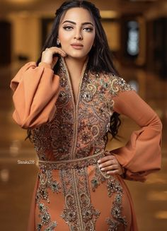 Abaya Fashion, Muslim Fashion, Asian Fashion, Fashion Outfits, Kaftan, Caftan Dress, Hijab Dress, Style Marocain, Arabic Dress