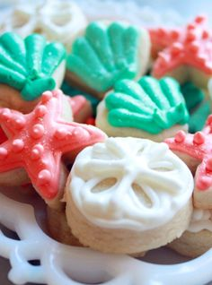 DIY beach wedding cookies idea for 2014, starfish and seashells beach wedding cookies.