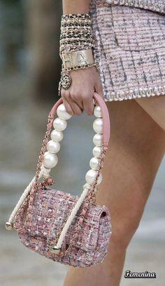 Chanel Spring/Summer 2019 RTW-Details - Bags and Purses 👜 Burberry Handbags, Chanel Handbags, Fashion Handbags, Purses And Handbags, Fashion Bags, Chanel Bags, Chanel Mini, Net Fashion, Designer Handbags