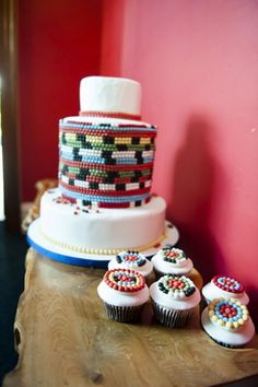 Colorful African beads cake and cup cakes from Elizabeths Cake Emporium - Blaze Birthday Cake, Birthday Cake With Photo, Birthday Cakes, Traditional Wedding Cakes, Traditional Cakes, Beautiful Cake Pictures, Beautiful Cakes, Amazing Cakes, Star Wedding
