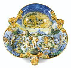 Grand bassin en majolique d'Urbino du milieu du XVIe siècle, vers 1565-1570, de l'atelier d'Orazio Fontana