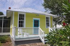 Jane Coslick Cottages : Cottage On The Green Tybee Island Ga white or turquoise chairs? Cottages And Bungalows, Small Cottages, Beach Bungalows, Beach Cottages, Beach Houses, Beach Cottage Style, Beach Cottage Decor, Cozy Cottage, Cottage Homes
