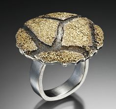 Ring | Jenny Reeves. 'Cobblestone Disc'.  Sterling silver and 18k gold.