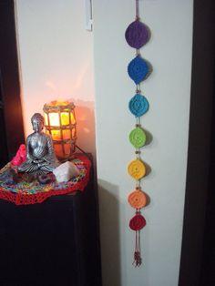 Chakras and crochet. Diy Tricot Crochet, Crochet Home, Crochet Wall Hangings, Crochet Decoration, Knit Picks, Handmade Clothes, Crochet Projects, Hand Knitting, Diy And Crafts