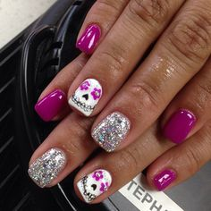 Cute girly Halloween nails #DiaDelMuerte