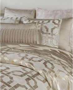 Bed Linen And Curtain Sets Gold Comforter Set, White And Gold Comforter, King Bedding Sets, Luxury Bedding Sets, King Comforter, Queen Duvet, Glam Bedding, Modern Bedding, Hotel Collection Bedding