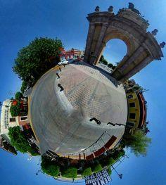 El #Arco de la Calzada en #León #Guanajuato #México #lifeis360 #turismo #Tinyplanet #trees #ThetaSC #ThetaS #SmallPlanet #Theta360 #360cam #360view #Ricoh #RicohTheta #picoftheday #360Camera #LeónGuanajuato #LeónGTO #Leongto #LeonGuanajuato #gtogram #gto #ig_guanajuato #igersgto #ViajemosTodosPorMéxico #Monumento #Fuente #Fountain