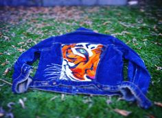 "sanfranciscodc: ""WILD LOGIC JACKET #customjeans #customjackets #denim #denimjacket #wildlogic #supercordura #levis #denimfades #tiger #customized #denimpaint #bewild www.supercordura.com (en Sant..."