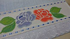 Toalha de rosto bordada em ponto cruz Cross Stitch Rose, Rose Flowers, Cross Stitch Patterns, Coin Purse, Towels, Cross Stitch, Scrappy Quilts, Dots, Patterns