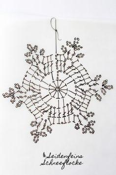 Dez ★ Schneeflocken mit Anleitung * crocheting snowflakes with tutorial ! Crochet Snowflake Pattern, Crochet Stars, Crochet Doily Patterns, Crochet Snowflakes, Crochet Diagram, Filet Crochet, Crochet Doilies, Knitting Patterns, Christmas Crochet Blanket