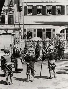 Haller Landsknechte am Markt 1907