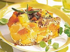 Ein saftiger Kürbis-Kartoffel-Auflauf mit frischem Hackfleisch ist das ideale Essen für einen stürmischen Herbsttag.
