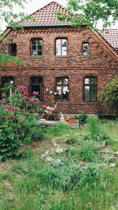 Eco Garden, Home And Garden, Dutch House, Castle In The Sky, Cottage, Earthship, Architecture, Old Houses, Future House