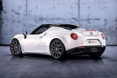 NAIAS 2015: Alfa Romeo onthult 4C Spider. Leer er meer over op: www.carrepublic.nl