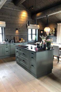 Industrial Kitchen Design, Rustic Kitchen, Green Kitchen, Kitchen Colors, Chalet Design, House Design, Cabin Kitchens, Yellow Interior, Cabin Interiors
