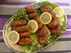 Ρεβυθοκεφτέδες by Mairh συνταγούλα Ν0 4 υλικά 1 ποτήρι ρεβύθια καλά βρασμένα 1 μεγάλη πατάτα βραστή 1 κρεμμύδι ψιλοκομμένο 4-6 φιλαράκια δυόσμο 1/2 κούπα άνηθο και κρεμμυδάκια 1 αυγό 150 γραμ φέτα 5 κσ φρυγανιά τριμμένη 5 κσ ελαιόλαδο 1 κγ πάπρικα γλυκιά μια πρέζα κύμινο αλατι πιπέρι σπορέλαιο και αλεύρι για το τηγάνισμα εκτέλεση …