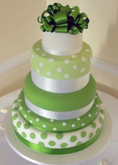 green cake for a green wedding Fancy Cakes, Cute Cakes, Pretty Cakes, Crazy Cakes, Gorgeous Cakes, Amazing Cakes, Polka Dot Cakes, Polka Dots, Bolo Floral