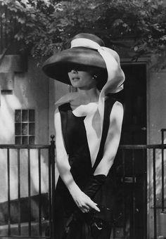 Audrey Hepburn | Breakfast at Tiffany's (1961). fashion, breakfast at tiffanys, audrey hepburn, holly golightly, audreyhepburn, style icon, tiffani, holli golight, hat