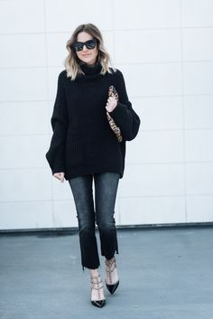 chunky knit and cropped denim MOMOCHROMATIC.COM #sweaters #freepeople #allblack #clarev