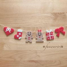 Gingerman Christmas Garland – Famous Last Words Quilting Beads Patterns Easy Perler Bead Patterns, Perler Bead Templates, Diy Perler Beads, Perler Bead Art, Hamma Beads Ideas, Christmas Perler Beads, Diy Cadeau Noel, Pearl Beads Pattern, Art Perle