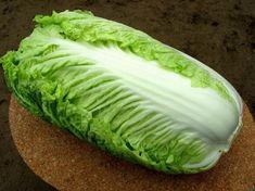 Именно с пекинской капустой получаются самые нежные салаты! Мы собрали для вас 6 лучших рецептов. Забирайте в коллекцию) 1. Салат «Быстро и вкусно»!  Ингредиенты: капуста свежий огурец лучок колбаска (кому какая нравится) майонез специи Приготовление: Капусту шинкуем (у