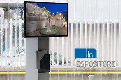 espositore-per-monitor2 Monitor, Desktop Screenshot, Interior Design, Nest Design, Home Interior Design, Interior Designing, Home Decor, Interiors, Design Interiors