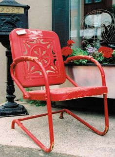 The 1940s and 1950s metal spring-form lawn chairs, also known as motel chairs (made in the U.S. by metal purveyors with their materials surplus), and the more scarce French version with a round seat and back fetch high prices even in poor condition.