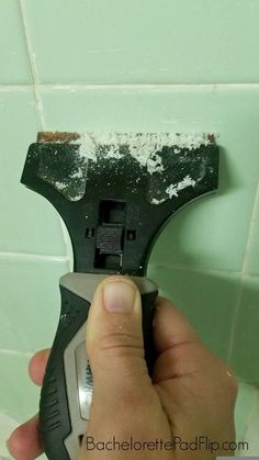 How to Get Rid of Mold & Mildew In a Shower - Bachelorette Pad Flip Cleaning Bathroom Mold, Bathroom Mold Remover, Mold In Bathroom, Cleaning Wood, Shower Bathroom, Cleaning Tips, Bathroom Ideas, Bathroom Remodeling, Small Bathroom