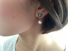 emerald pearl pierceキャッチ部分にパールが付いてるピアスです。シンプルで品のあるピアスです。片耳のみ、エメラルドとパールの組み合わせもう片...|ハンドメイド、手作り、手仕事品の通販・販売・購入ならCreema。