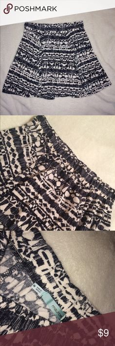 maurice's white and black patterned skirt this skirt has a very unique white and black pattern. skirt is very soft and has stretchy elastic waistband. size medium from maurice's. worn once! Maurices Skirts Circle & Skater
