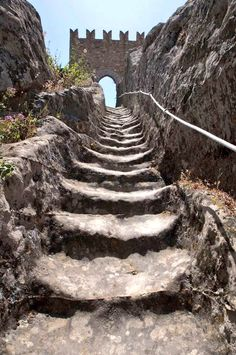 Escalier Art, Medieval, Pomes, Stone Stairs, Templer, Take The Stairs, Beautiful Castles, Stairway To Heaven, Fantasy Landscape