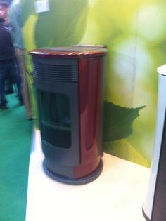 Quieres ahorrar en calefacción?, con las estufas de pellets de Edilkamin puedes conseguir un ahorro de más del 50%. PIDE PRESUPUESTO GRATIS AHORA EN EL 91 6904996 o en info@ahorraconbiomasa.com. Somos profesionales de la bioenergía.