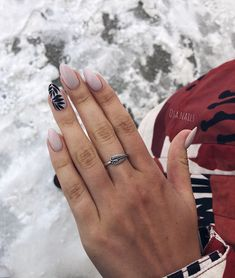 The advantage of the gel is that it allows you to enjoy your French manicure for a long time. There are four different ways to make a French manicure on gel nails. Almond Shape Nails, Almond Nails, How To Do Nails, Fun Nails, Nagel Gel, Perfect Nails, Matte Nails, Manicure And Pedicure, Manicure Ideas