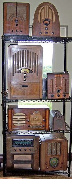 David& Other Hobby - Antique Radios and TVs Vintage Kitchen Appliances, Brooklyn Brownstone, Retro Radios, Jazz Club, Antique Radio, Record Players, Timber Wood, Ham Radio, Old Antiques