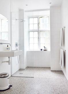 white bathroom with terrazzo floor . white bathroom with terrazzo floor Unique Bathroom Sinks, All White Bathroom, Tiny House Bathroom, Bathroom Design Small, Laundry In Bathroom, White Bathrooms, Bathroom Ideas, Master Bathroom, White Sink
