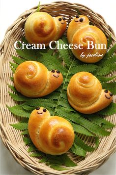 Flour & Me 爱的心灵之约: 乳酪面包(Cream Cheese Bun) Bento Recipes, Baby Food Recipes, Kawaii Cooking, Cheese Buns, Bread Shaping, Bread Art, Cute Baking, Salty Foods, Savoury Baking