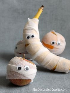MUMMY fruit for Halloween- fun for lunch time on halloween