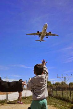 RAMÓN GRAU. Director of Photography: Nacho cogiendo aviones . El Prat de Llobregat . Barcelona abril de este año .