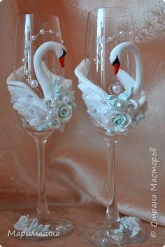 Декор предметов Мастер-класс Свадьба Лепка МК Свадебные фужеры Лебеди Бусины Глина Краска фото 20