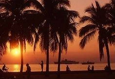 Philippines is a great place to outsource to, and it also enjoys amazing sunsets over Manila Bay. Manila Philippines, Philippines Travel, Ocean Park Manila, Wonderful Places, Beautiful Places, Beautiful People, Places To Travel, Places To See, Sunrise Images