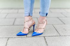 valentino_rockstud_Heels_Blue_pumps_outfit