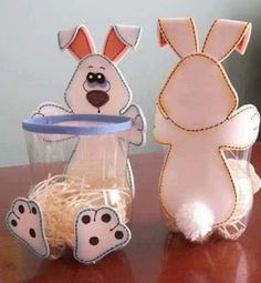Easter Bunny Basket made with Card Stock, Cotton Balls And Acrylic Sheets. Template is the next pin. Part template to print is Part Kids Crafts, Foam Crafts, Easter Crafts, Diy And Crafts, Arts And Crafts, Easy Handmade Gifts, Plastic Bottle Crafts, Diy Ostern, Mason Jar Gifts