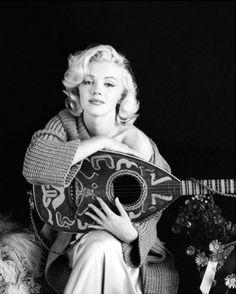 Marilyn Monroe. Mandolin sitting. Photo by Milton Greene, 1953.