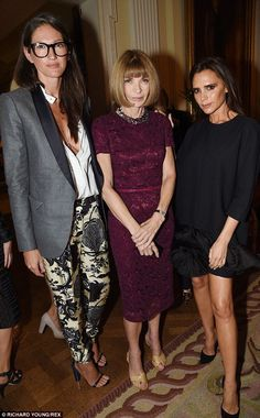 Terrific trio: J. Crew's creative director Jenna Lyons enjoyed at catch up with Anna Wintour and Victoria Beckham Anna Wintour Style, Jenna Lyons, Victoria Beckham Style, J Crew Style, Love Her Style, Timeless Fashion, Outfit, Everyday Fashion, Passion For Fashion