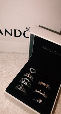 Jewelry OFF! >>>Visit>> Anéis Pandora Fashion trends Fashion designers Casual Outfits Street Styles>>>Pandora Jewelry OFF! Cute Jewelry, Jewelry Rings, Jewelry Accessories, Pearl Jewelry, Jewelry Ideas, Pandora Bracelets, Pandora Jewelry, Pandora Pandora, Pandora Earrings