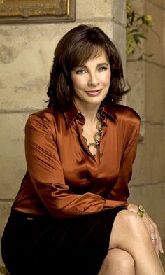 This is a collection of outfits and the styles that I love. The pics I post are mostly collected from the internet . If any pics belong to you and you want them removed, please let me know. Anne Archer, Edinburgh Festival, All Actress, Satin Blouses, Sexy Older Women, Classic Hollywood, American Actress, Celebs, Actresses