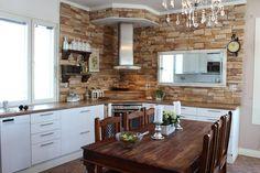 Sisustus - Keittiö - Maalaisromanttinen Cabins In The Woods, Decoration, Kitchen, Table, Furniture, Home Decor, Decor, Cooking, Decoration Home
